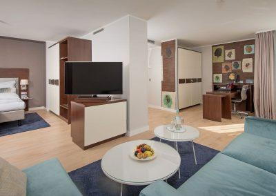 Mercure Hotel Köln Belfortstraße Apartment Blick auf Bett und TV